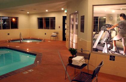 5snowcap,lodge,pool,workout,jacuzzi,cleelum